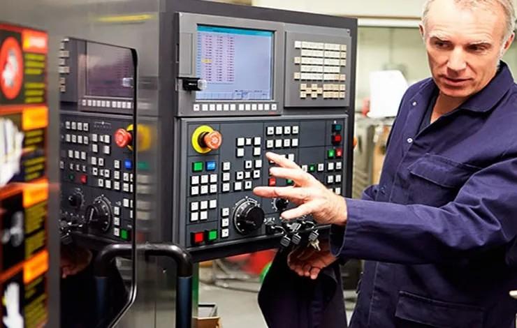Como as máquinas e serviços melhoram os processos industriais?